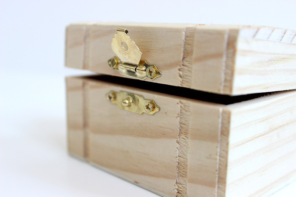 struggling to put down your phone? Create a techtimeout Box!